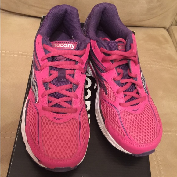 614352ce Saucony sneakers size 4 1/2 NWT